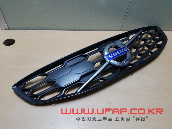 수입차 중고부품 - 볼보 V60크로스컨트리 라디에이터 그릴. 호환차종: 1 31425492