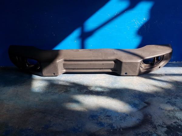 수입차 중고부품 - 지프 랭글러 4세대   앞 범퍼.  호환차종: 1   T660021AB