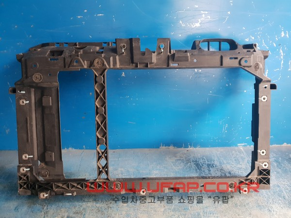 수입차 중고부품 - 포드 피에스타   앞 판넬.  호환차종: 1   CE835416,CE8Z16138C