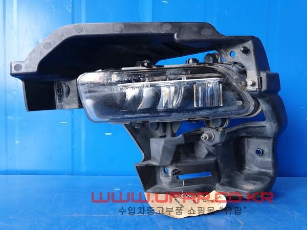 수입차 중고부품 - 폭스바겐 페이톤 1세대   안개등.   운전석  호환차종: 1   3D0941699D