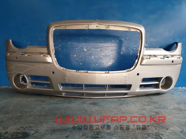 수입차 중고부품 - 크라이슬러 300C 1세대   앞 범퍼.  호환차종: 1   04806287AB