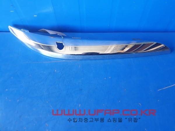 수입차 중고부품 - 크라이슬러 300C 2세대   앞 범퍼 크롬몰딩.  조수석  호환차종: 1   68184058AA
