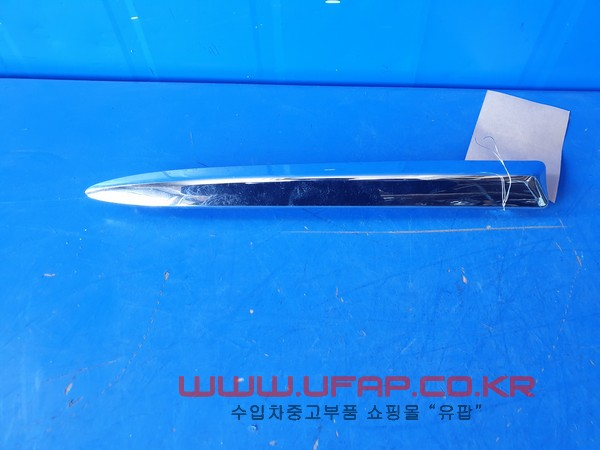 수입차 중고부품 - 피아트 500 3세대   앞 범퍼 크롬몰딩.   운전석  호환차종: 1   1SR91SZ0AA