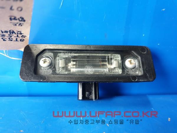 수입차 중고부품 - 포드 머스탱 5세대   뒷범퍼 번호판등.  좌우무관  호환차종: 14   8T5313543AD,8T5Z13550B