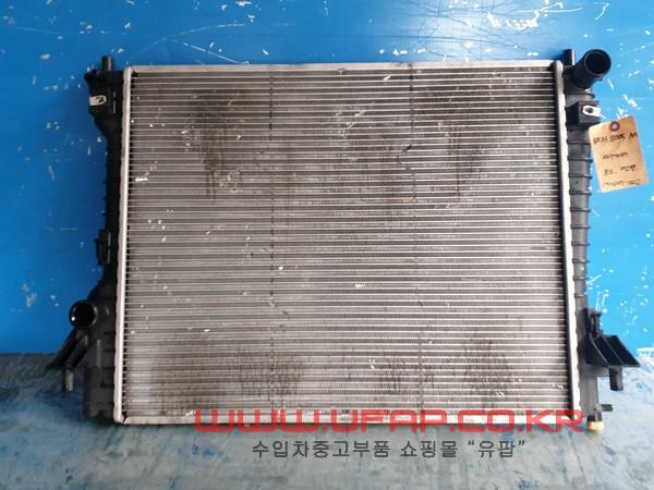 수입차 중고부품 - 포드 머스탱 5세대   라디에이터.  호환차종: 2   BR338005AA,BR3Z8005A