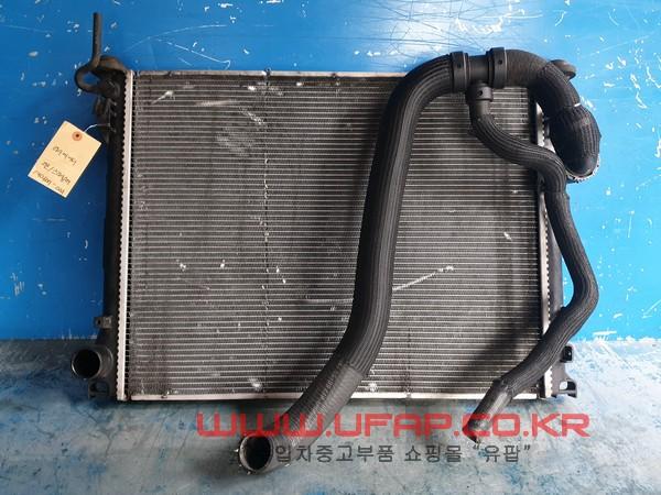 수입차 중고부품 - 크라이슬러 300C 2세대   라디에이터.-디젤  호환차종: 1